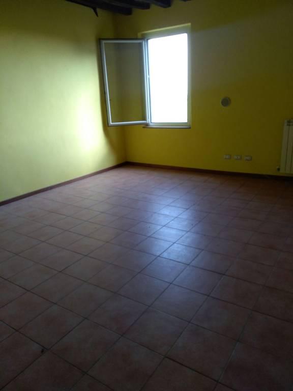 Appartamento in buone condizioni parzialmente arredato in affitto Rif. 8665016