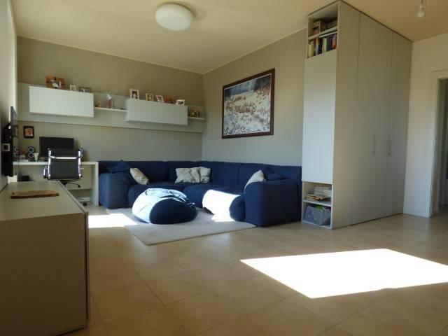 Appartamento in buone condizioni in vendita Rif. 8661483