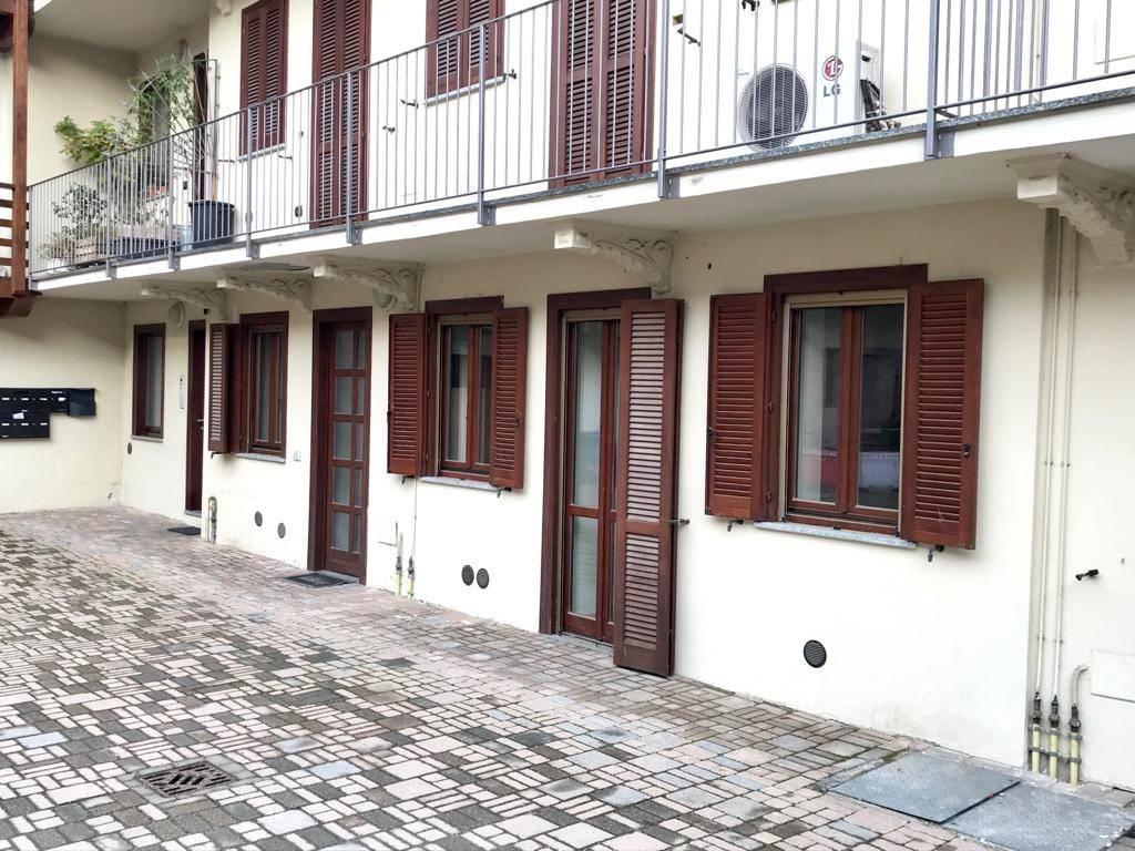 Appartamento in ottime condizioni in vendita Rif. 8659612