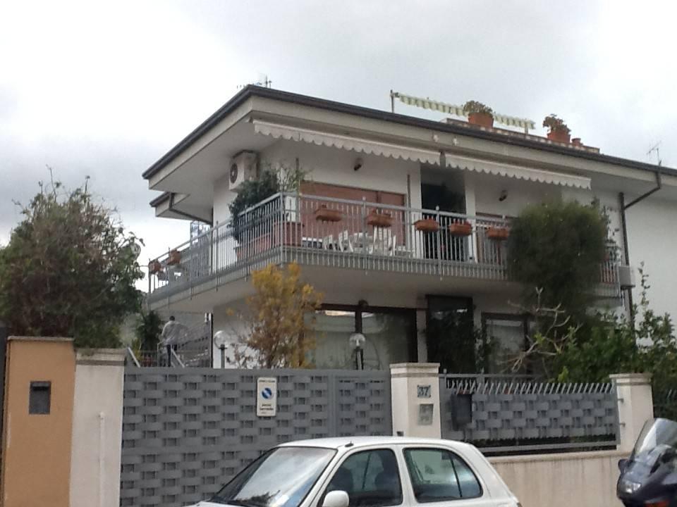 Attico / Mansarda in buone condizioni in affitto Rif. 8661718