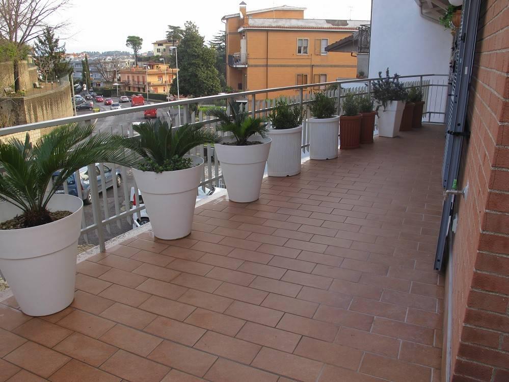 Appartamento in ottime condizioni parzialmente arredato in affitto Rif. 8659121