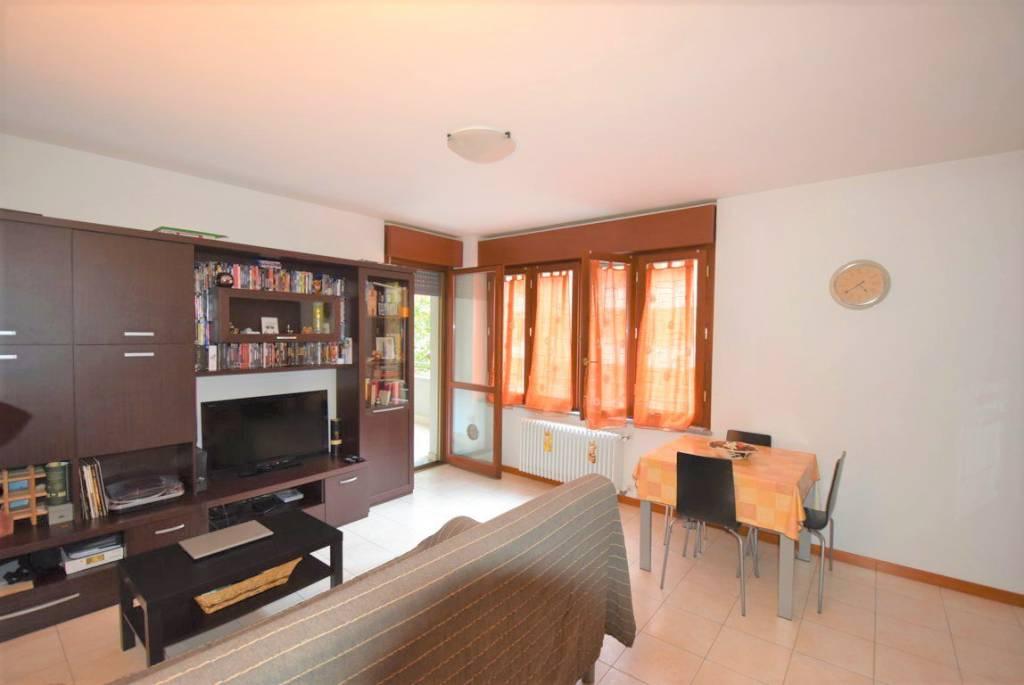 Appartamento in ottime condizioni arredato in affitto Rif. 8665160