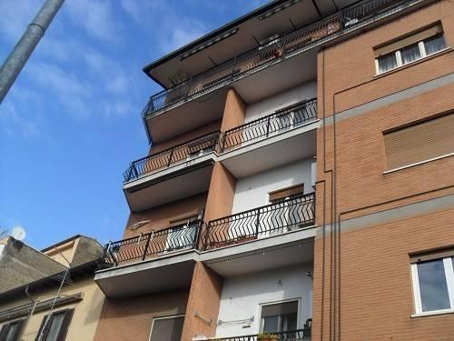Appartamento da ristrutturare in affitto Rif. 8663251