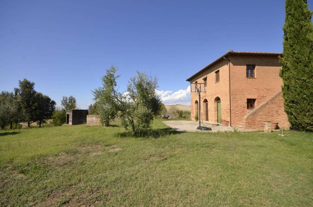 Rustico / Casale in ottime condizioni parzialmente arredato in vendita Rif. 8661238