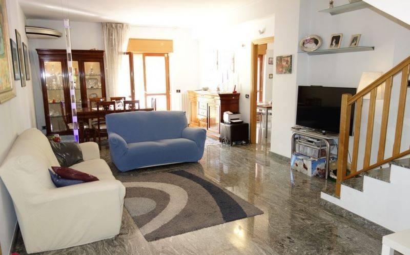 Appartamento in buone condizioni in vendita Rif. 8662721