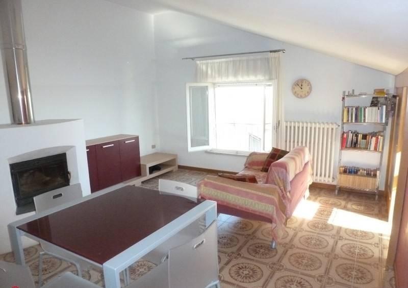 Appartamento in buone condizioni in vendita Rif. 8660796