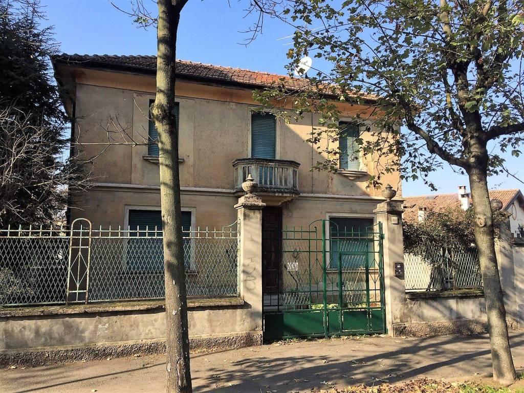 Villa da ristrutturare in vendita Rif. 9023902