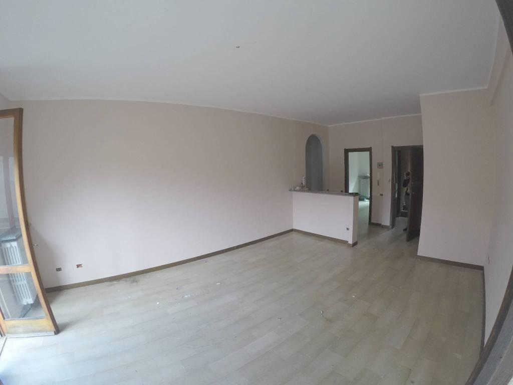 Appartamento in buone condizioni in vendita Rif. 8662808