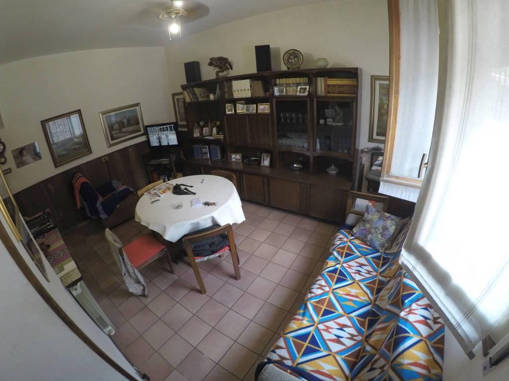 Appartamento in buone condizioni in vendita Rif. 8662809