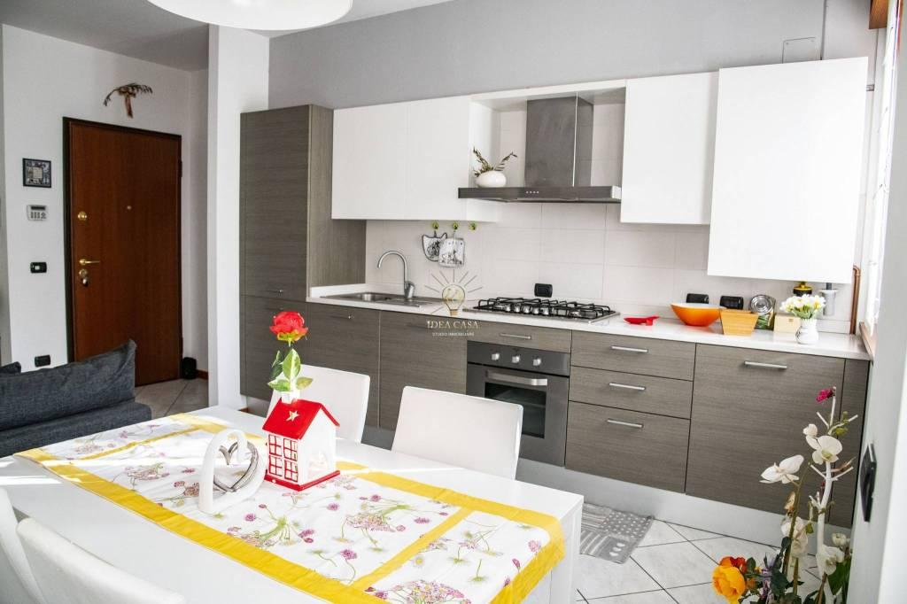 Appartamento in ottime condizioni in vendita Rif. 8659632