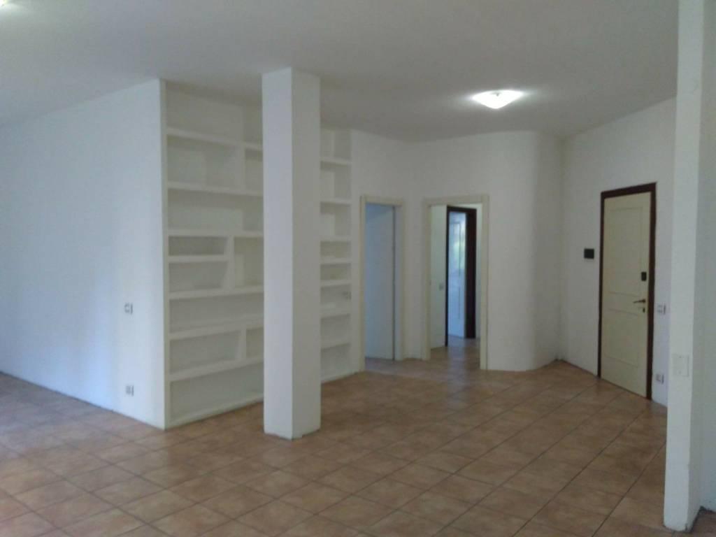 Appartamento in buone condizioni in vendita Rif. 8662005