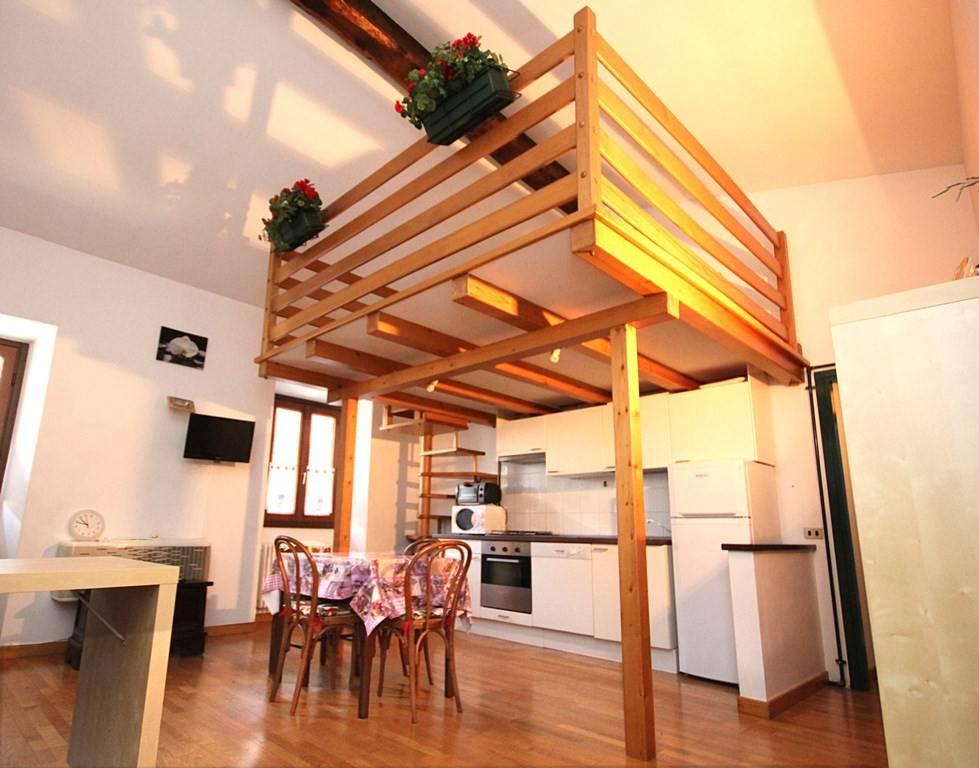 Appartamento in buone condizioni arredato in affitto Rif. 8659844