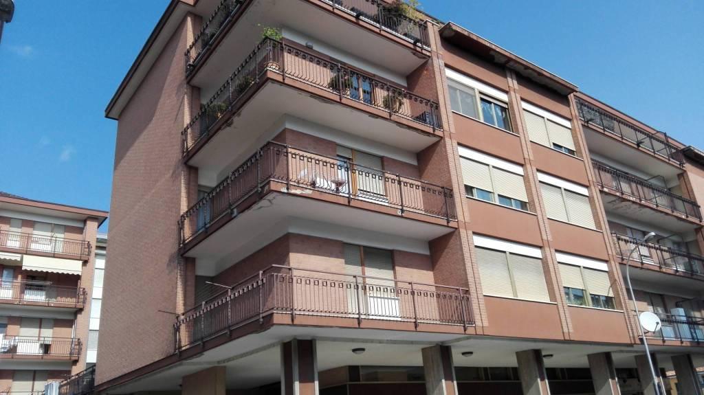 Appartamento in buone condizioni in vendita Rif. 8659226