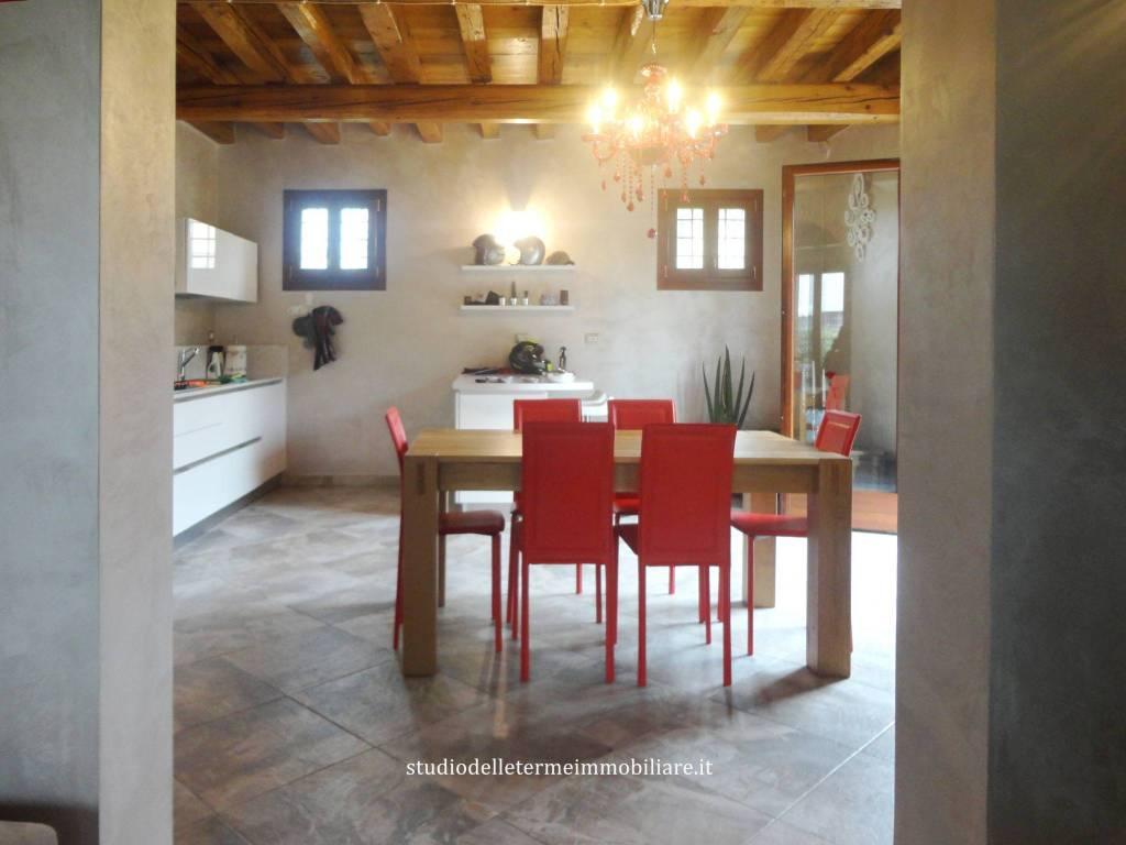 Villetta a schiera in ottime condizioni in vendita Rif. 8661639