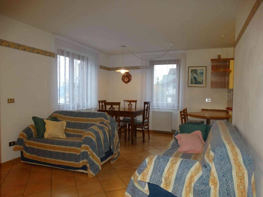 Appartamento in buone condizioni parzialmente arredato in vendita Rif. 8662911