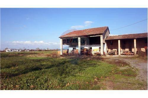 Rustico / Casale in vendita a Montirone, 6 locali, prezzo € 160.000 | CambioCasa.it