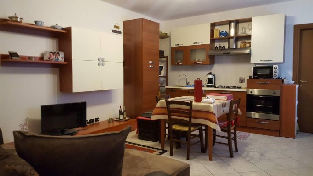 Appartamento in ottime condizioni in affitto Rif. 8661565