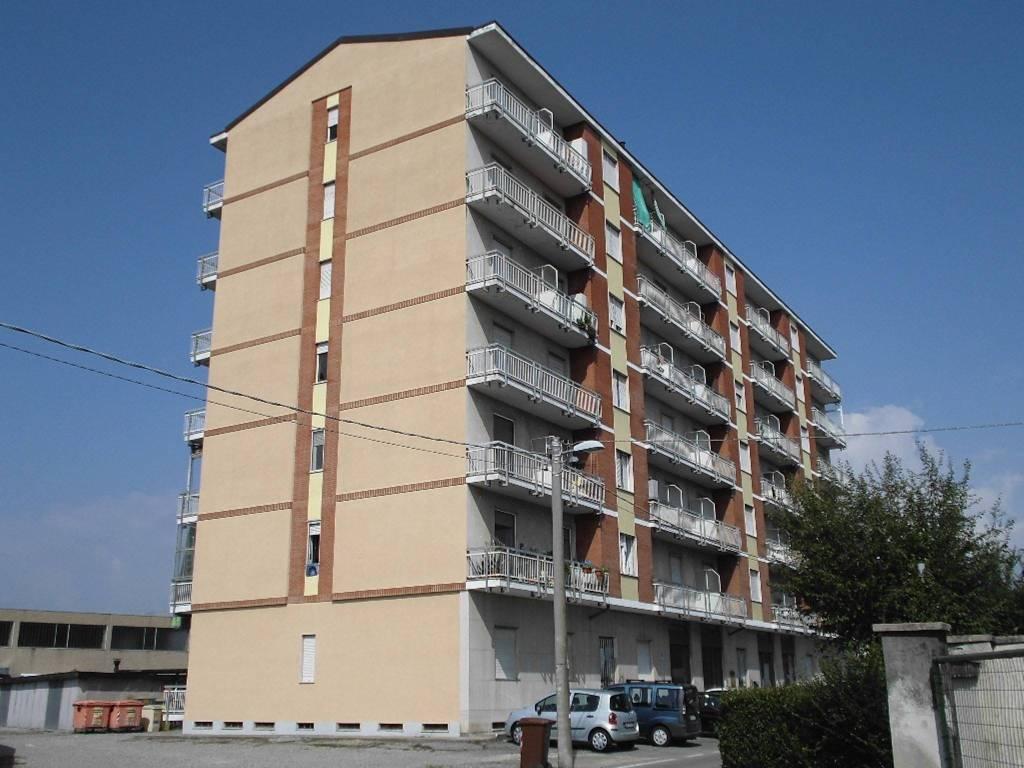 Appartamento in buone condizioni in affitto Rif. 8661904