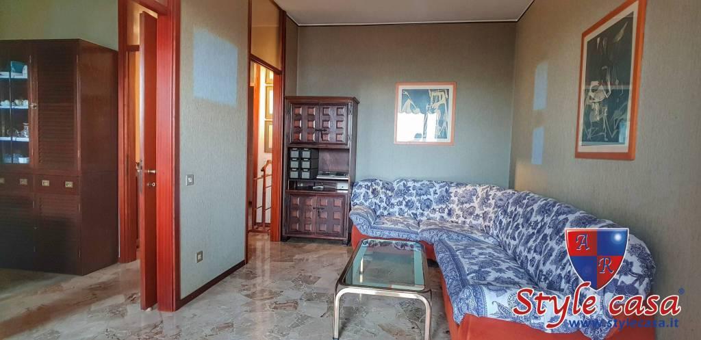 Appartamento in buone condizioni in vendita Rif. 8659429