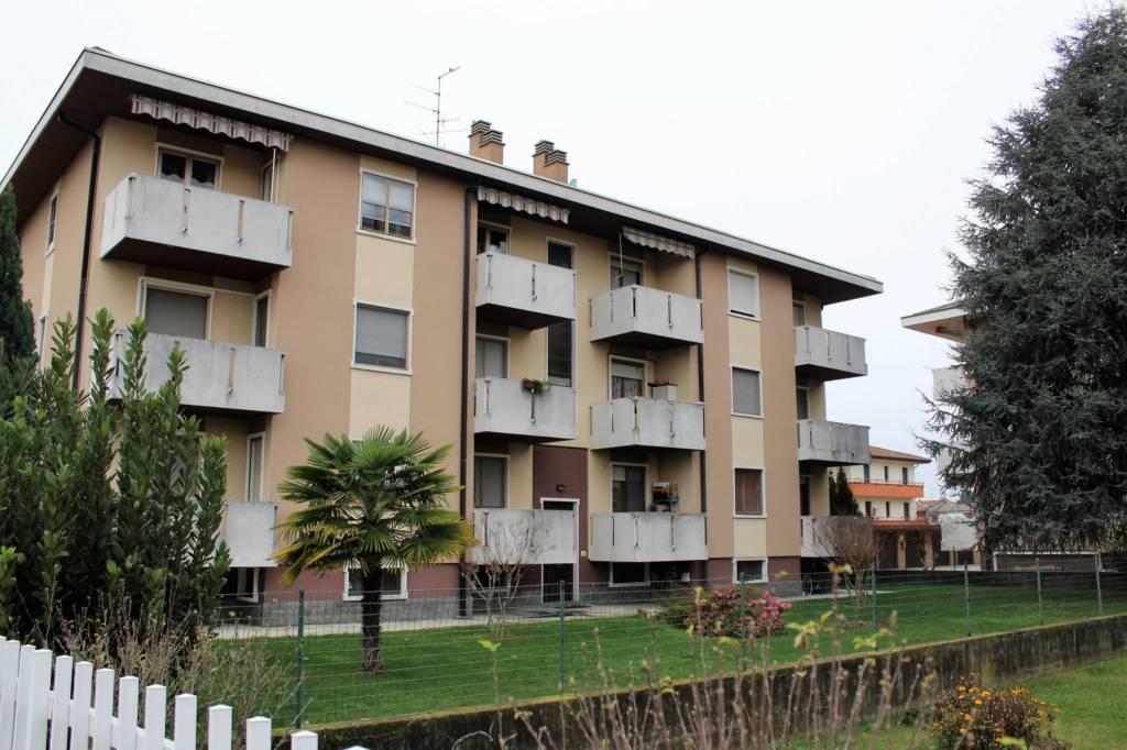 Appartamento in buone condizioni in vendita Rif. 8674712