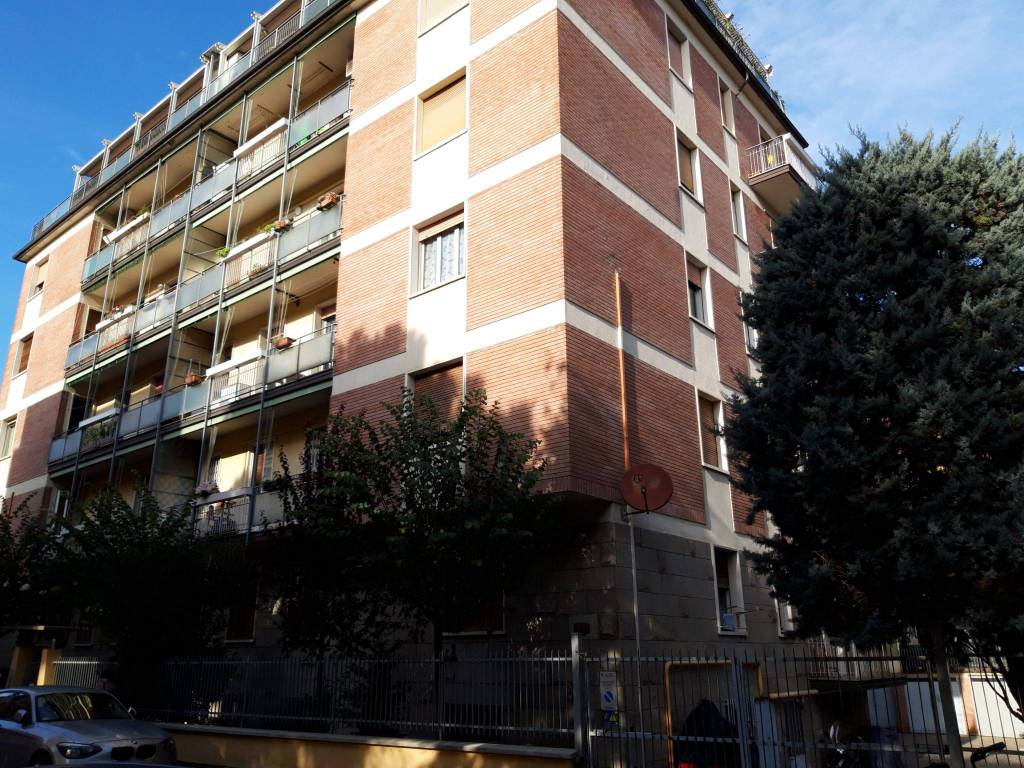 Appartamento in vendita 4 vani 100 mq.  via Libero Bergonzoni Bologna