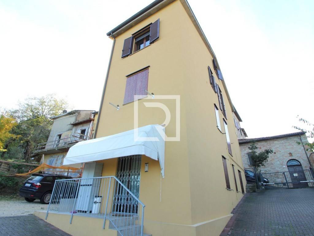 Appartamento in ottime condizioni parzialmente arredato in vendita Rif. 8705496
