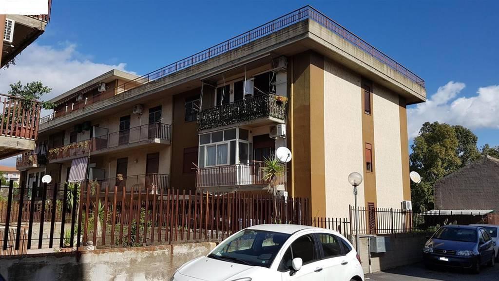 Appartamento in buone condizioni in vendita Rif. 8677981