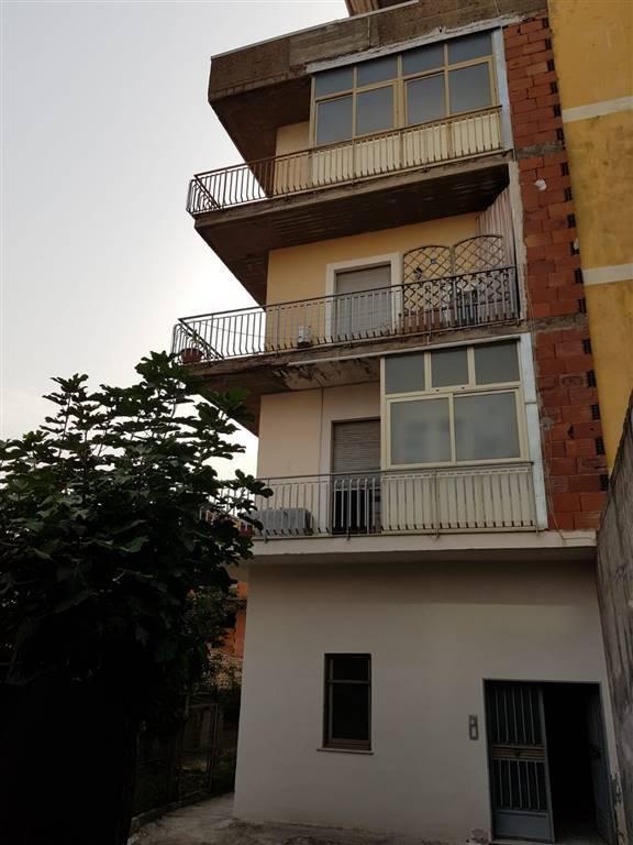 Appartamento da ristrutturare in vendita Rif. 8678001