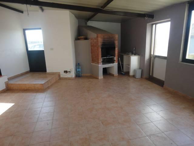 Rustico / Casale in buone condizioni in vendita Rif. 8677019