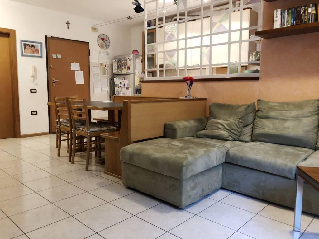 Appartamento in ottime condizioni parzialmente arredato in vendita Rif. 8674605
