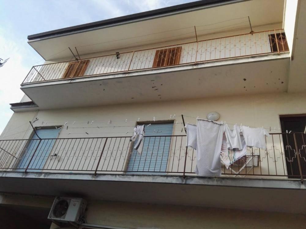 Appartamento in buone condizioni in affitto Rif. 8677560