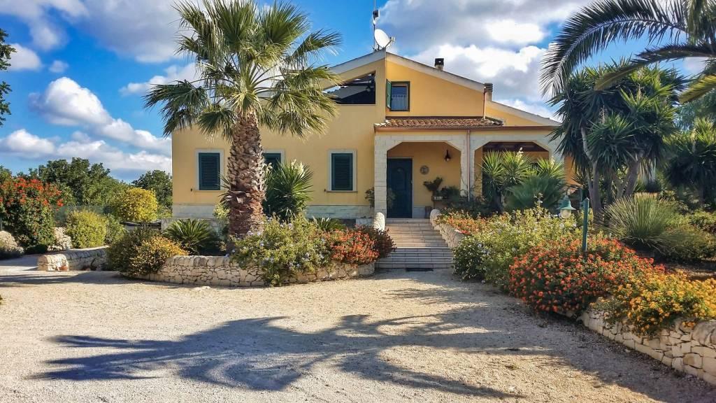Villa in buone condizioni in vendita Rif. 8679150