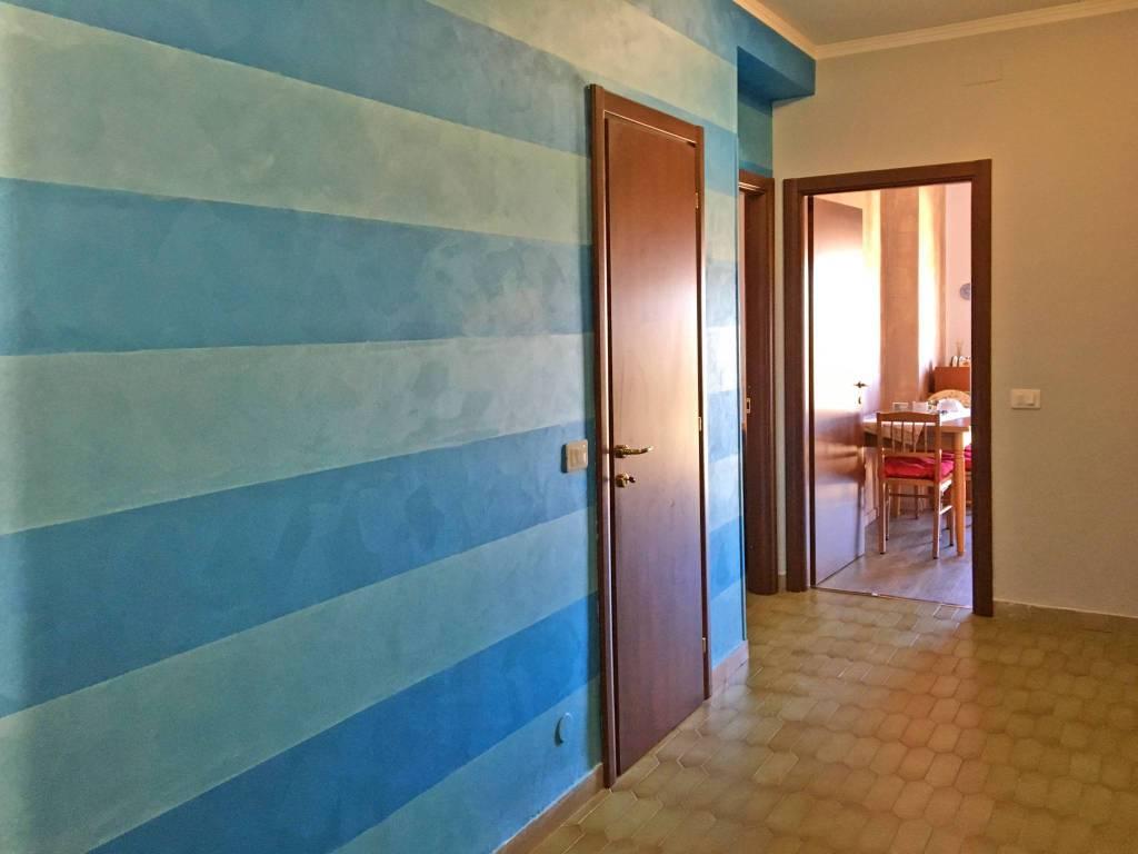 Appartamento in ottime condizioni arredato in affitto Rif. 8681155