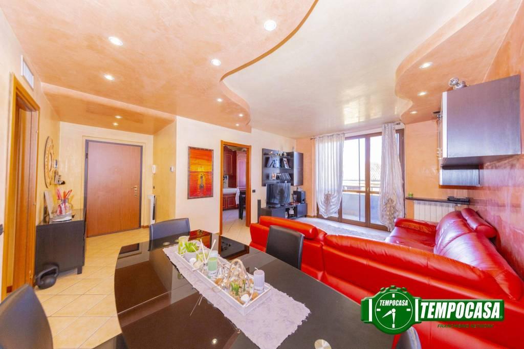 Appartamento in buone condizioni in vendita Rif. 8674496