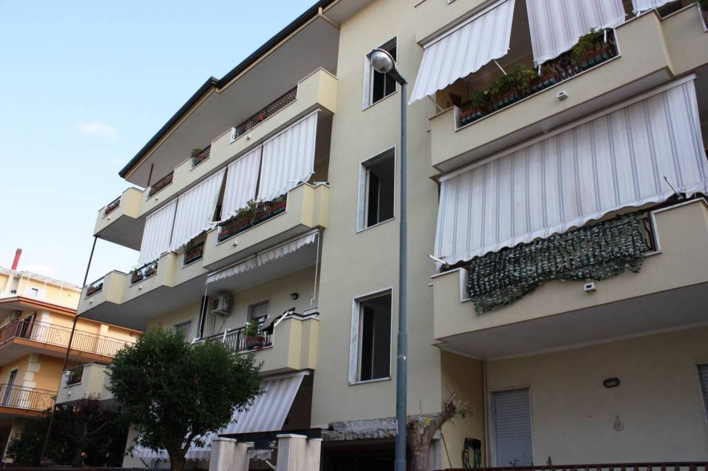 Appartamento in ottime condizioni in vendita Rif. 8680911