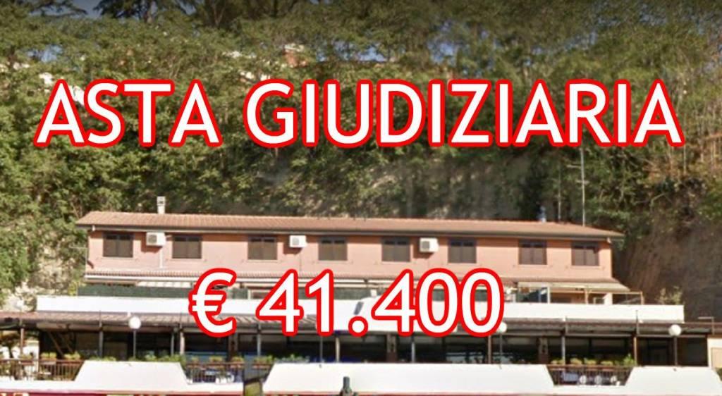 Appartamento in buone condizioni in vendita Rif. 8390149