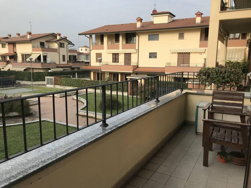Appartamento in buone condizioni parzialmente arredato in vendita Rif. 8675825