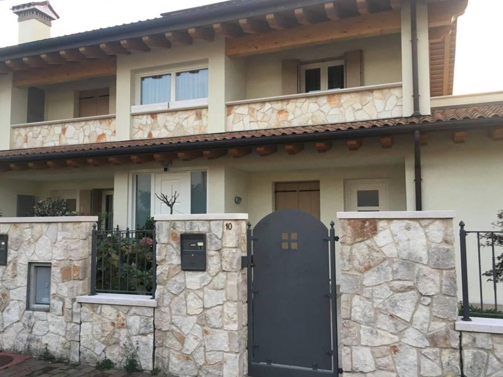 Appartamento in buone condizioni in vendita Rif. 8678473
