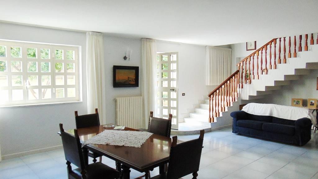 Appartamento in buone condizioni in vendita Rif. 8674536