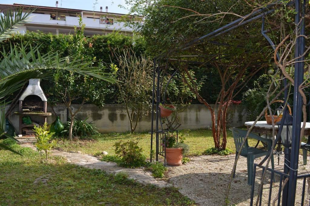 Appartamento in buone condizioni in vendita Rif. 8678638