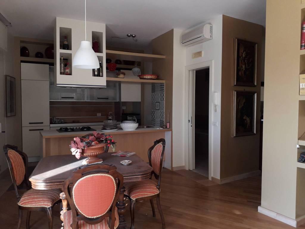 Appartamento in ottime condizioni in vendita Rif. 8679143