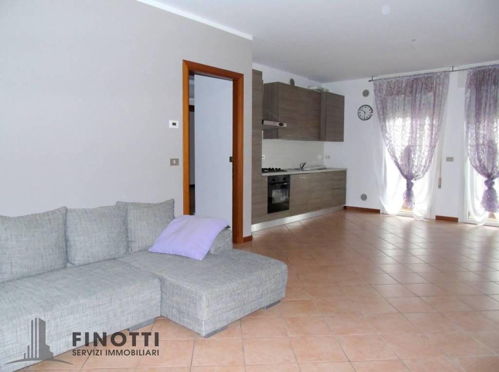 Appartamento in ottime condizioni arredato in affitto Rif. 8678887