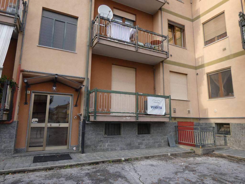 Appartamento in buone condizioni in vendita Rif. 6261178