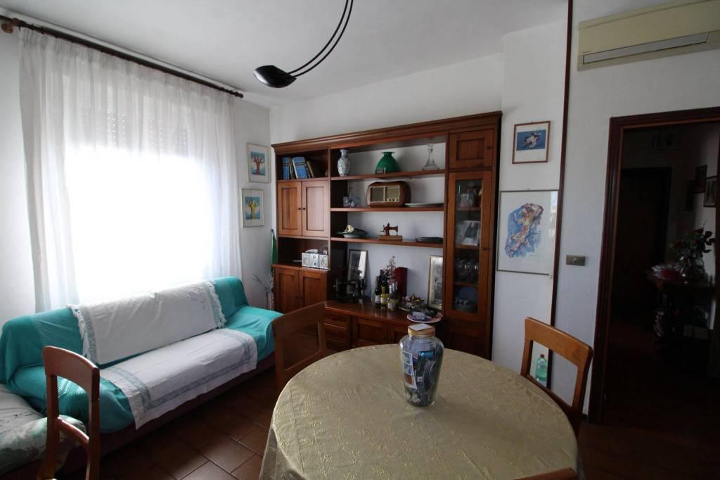 Appartamento in buone condizioni in vendita Rif. 8677477