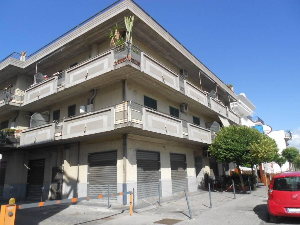 Appartamento in ottime condizioni in vendita Rif. 8674618