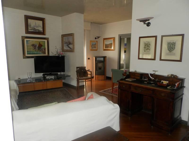Villa in vendita a Broni, 6 locali, Trattative riservate | CambioCasa.it