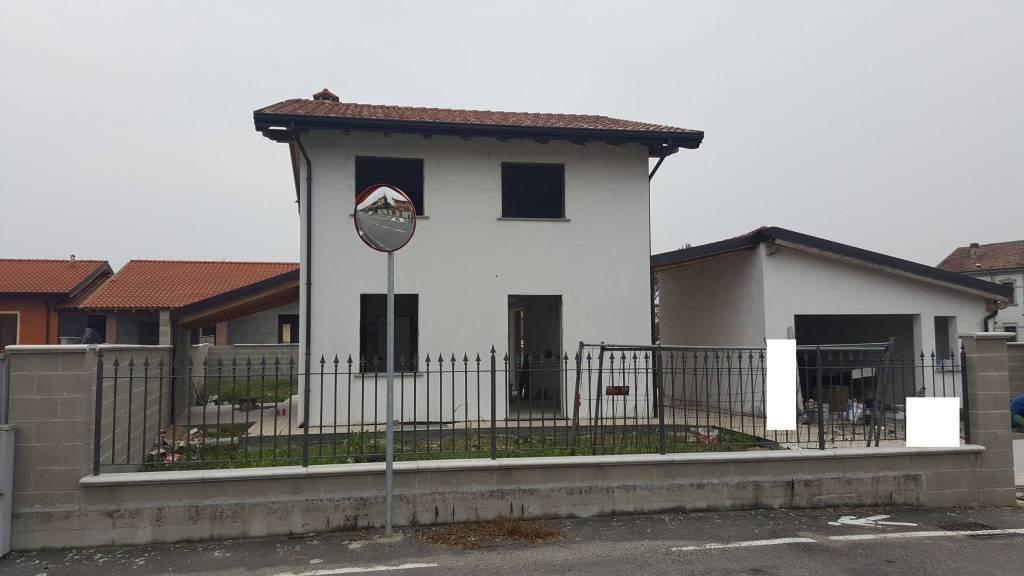 Villa in vendita a Dorno, 5 locali, prezzo € 190.000 | CambioCasa.it