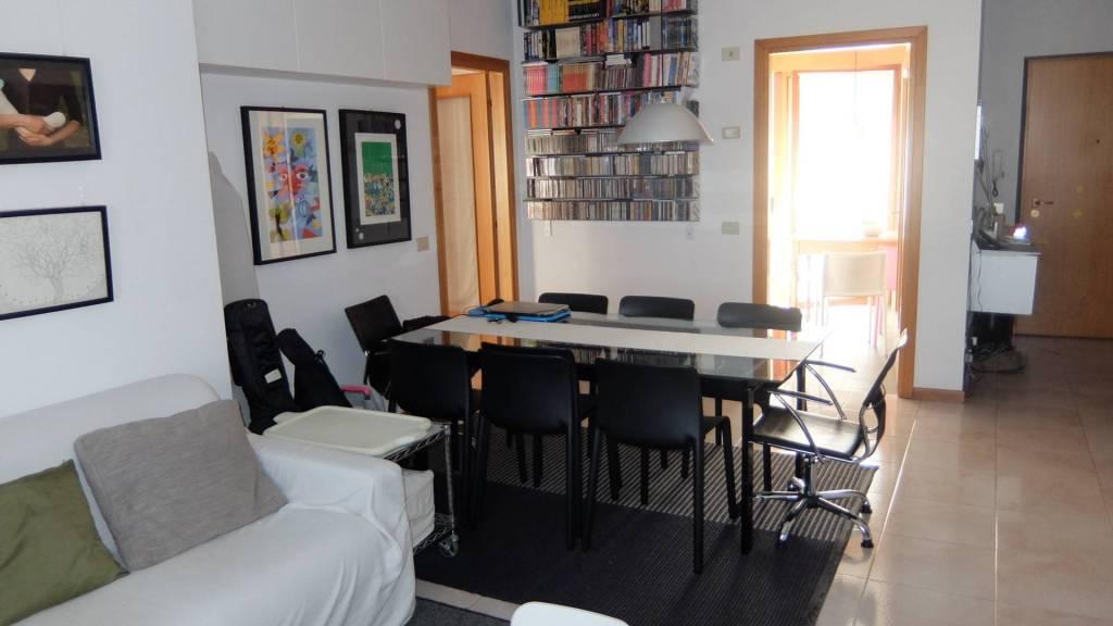 Appartamento in buone condizioni in vendita Rif. 8675160
