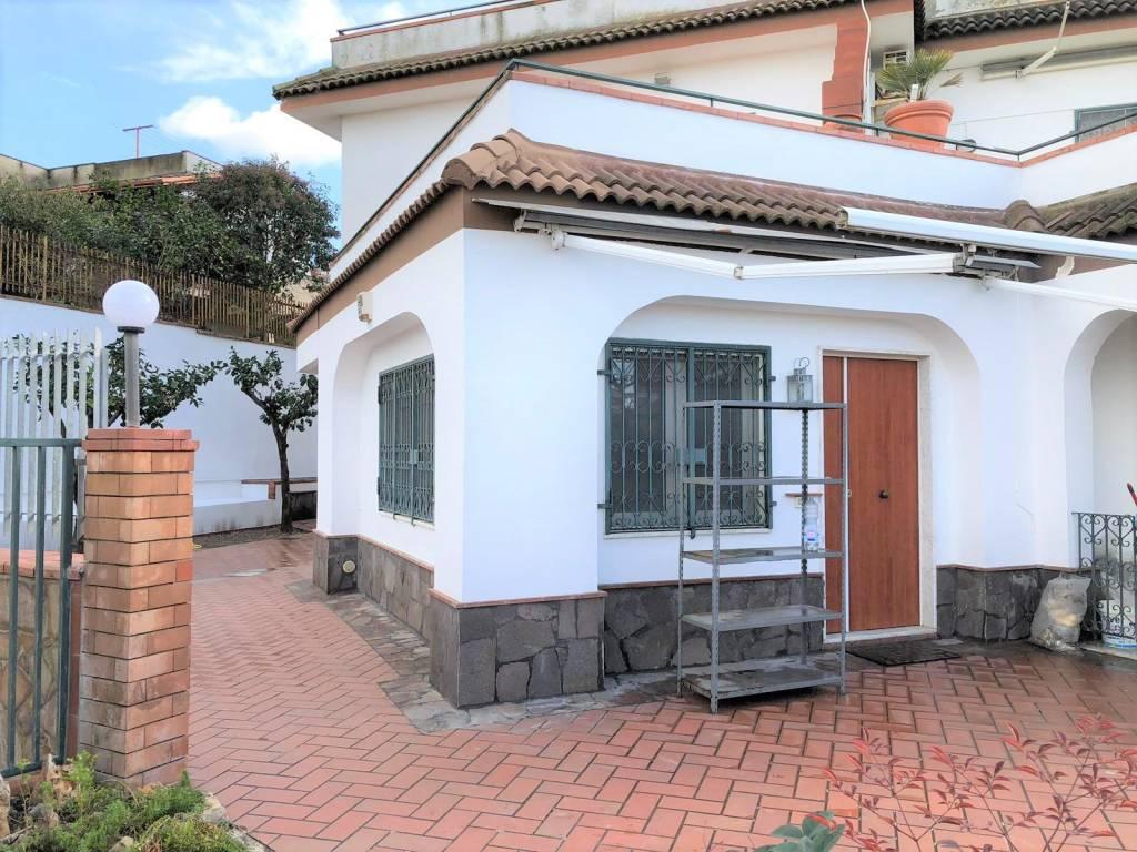 Appartamento in ottime condizioni in affitto Rif. 8520440
