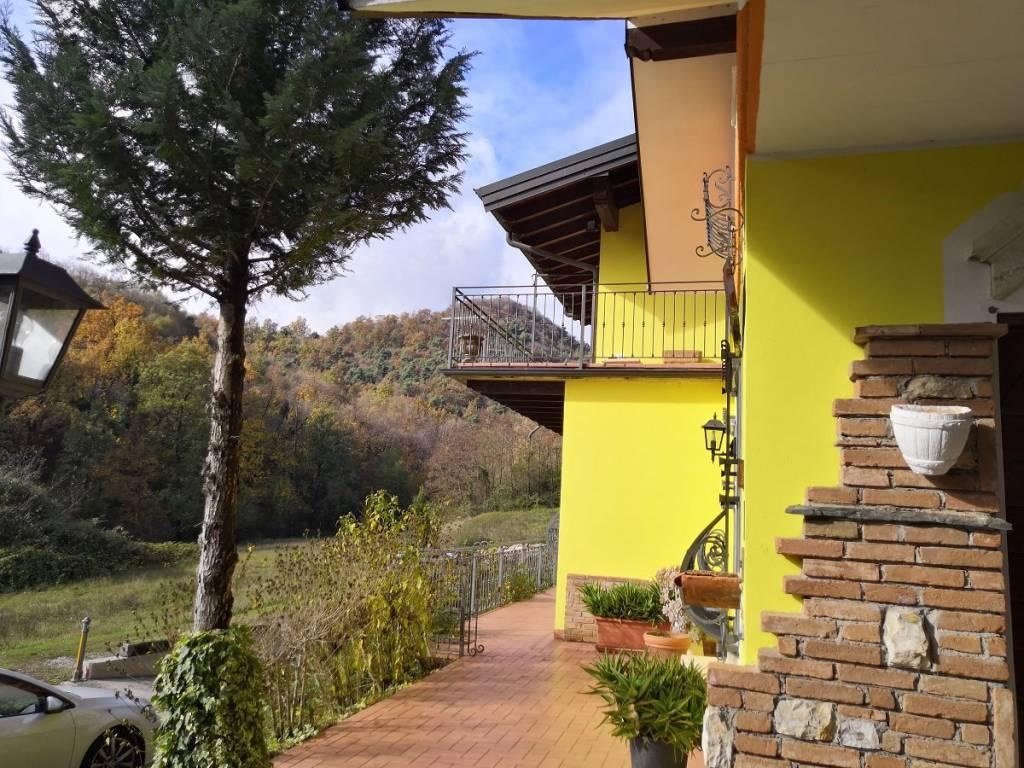 Villa in vendita a Agnosine, 14 locali, prezzo € 800.000 | PortaleAgenzieImmobiliari.it